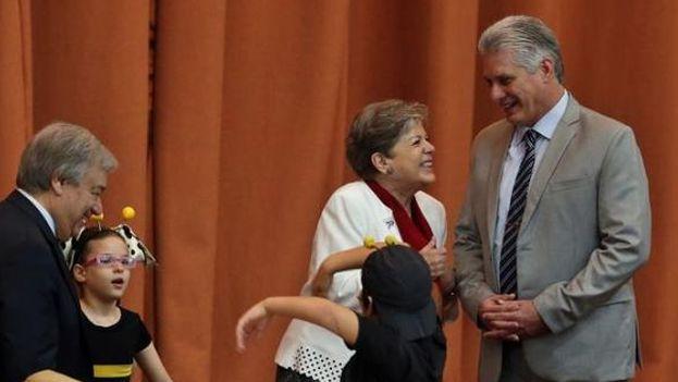 Alicia Bárcena, secretaria ejecutiva de Cepal, junto al presidente Miguel Díaz-Canel. (EFE)