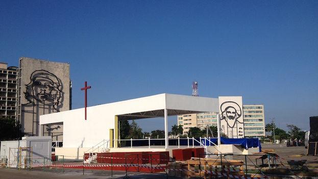 2 Altar del papa en la Plaza de la Revolución. (Luz Escobar)