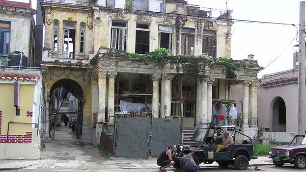 El Vedado, el antiguo barrio señorial en el corazón de La Habana, tampoco se libra de las ruinas. Aquí, lo que fue un palacete (14ymedio/BDLG)
