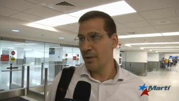 Antonio Rodiles, entrevistado por Martí Noticias a su llegada a Miami. (MartiTV)