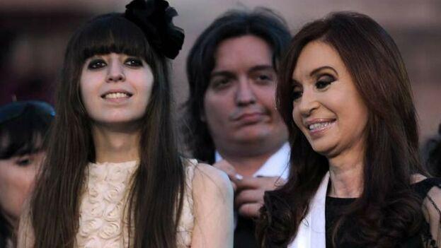 En Argentina el Tribunal Oral Federal 5 requiere la presencia de Florencia, de 28 años, imputada junto a su madre y su hermano Máximo por dos causas. (El Nuevo Herald)