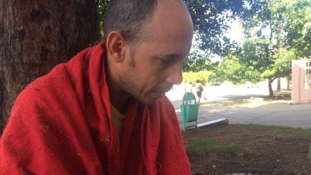 El biólogo Ariel Ruiz Urquiola fue detenido este domingo por tercera vez. (Cubanet)
