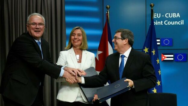 La alta comisionada de la Unión Europea para Asuntos Exteriores, Federica Mogherini, y el canciller cubano, Bruno Rodríguez, expresan su satisfacción al final de la reunión bilateral en La Habana.