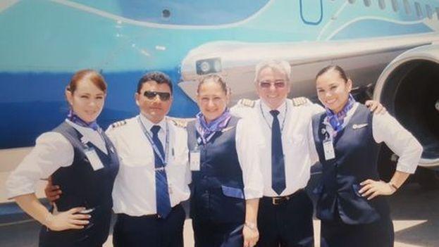 Marco Aurelio Hernández, segundo de derecha a izquierda, trabajó para Aerolíneas Damojh de 2005 a 2013. (Milenio)
