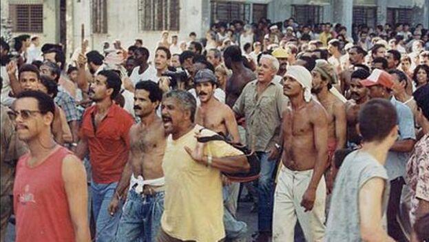 El alzamiento popular comenzó en la Avenida del Puerto y mucha gente se fue sumando a lo largo del Malecón. (Karel Poort)