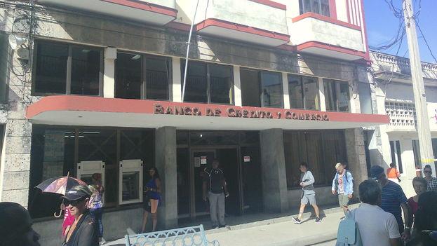 Banco de Crédito y Comercio de la calle República en Camagüey. (14ymedio)