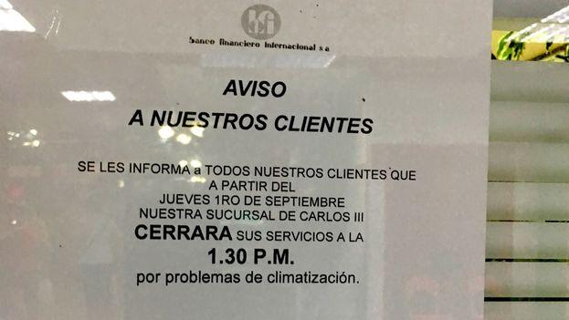 """El Banco Financiero Internacional anuncia que reducirá su horario de trabajo """"por problemas de climatización"""". (14ymedio)"""