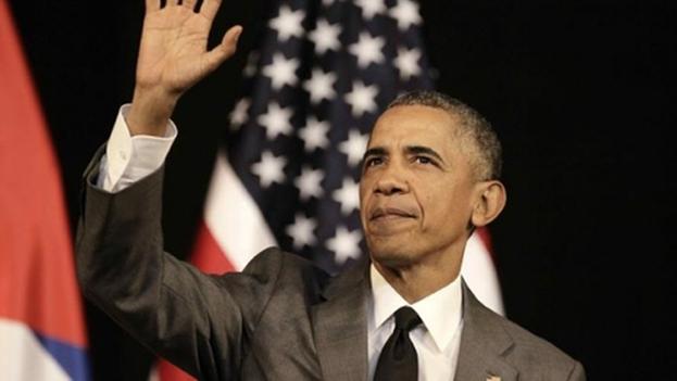 Barack Obama saluda al pueblo cubano después de su discurso en el Gran Teatro de La Habana.