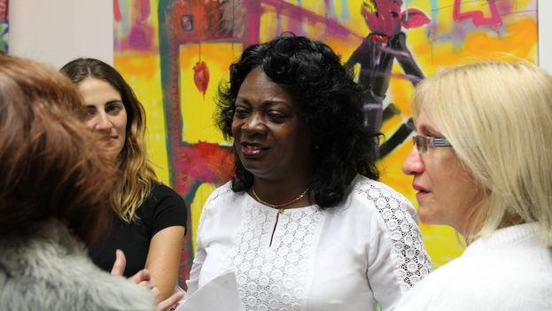 Berta Soler, líder de las Damas de Blanco, durante la exposición artística de El Sexto en Miami, Florida. (14ymedio)