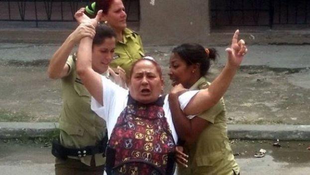 La Dama de Blanco, Yolanda Santana Ayala. (Cortesía)