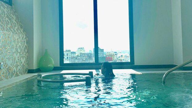 """Por el valor de 66 CUC se compra un """"Day Pass"""" para la zona de piscina y 'spa' del hotel Manzana Kempinski. (14ymedio)"""