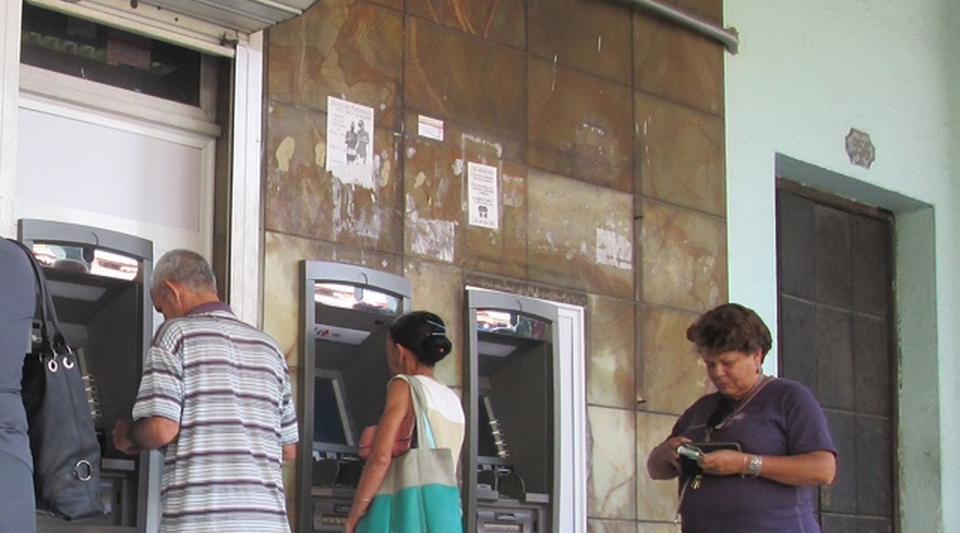 La delincuencia acecha los cajeros autom ticos for Los cajeros automaticos