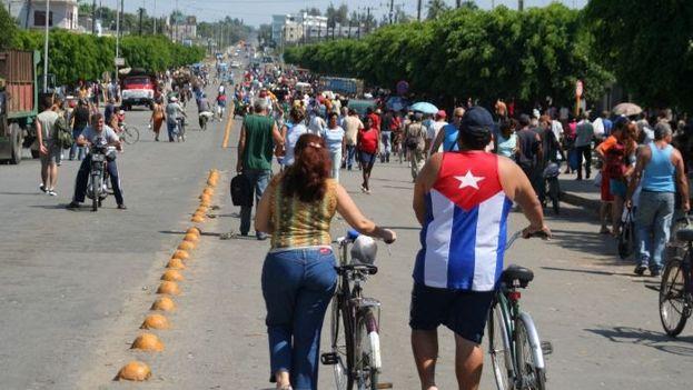 Calzada de Dolores, en Cienfuegos, donde este domingo se rompió una tubería que dejó sin agua a la ciudad. (14ymedio)
