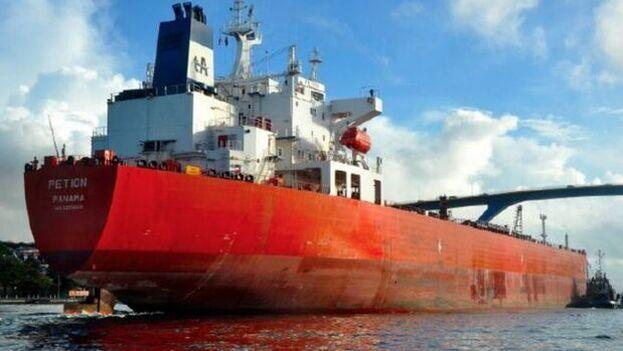 Carlos Vecchio aseguró que durante la primera mitad de 2020, el régimen de Maduro envió 33 buques tanqueros a Cuba. (AlNavio)