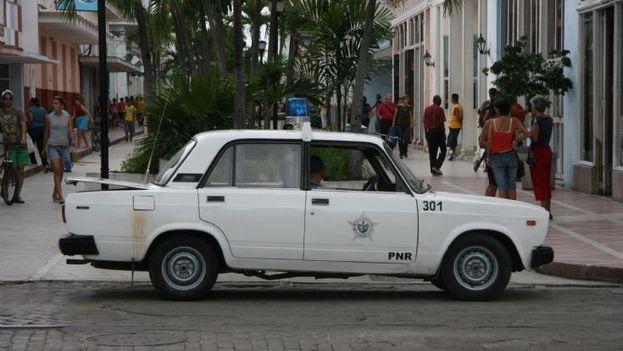 Carro patrullero en las calles