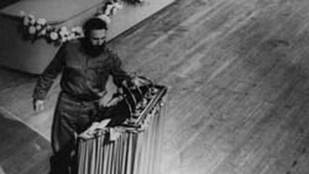 Fidel Castro durante la constitución del Comité Central del Partido Comunista de Cuba, el 3 de octubre de 1965