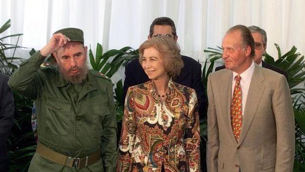 Fidel Castro recibió a los anteriores reyes de España, Juan Carlos y Sofía, en 1999. (EFE/Archivo)