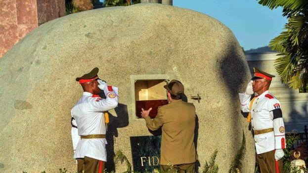 El funeral de su hermano Fidel