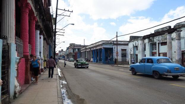 En El Cerro, cerca de la oficina de Western Union, algunas casas son reparadas con las remesas y otras esperan por mejores tiempos. (Butforthesky)