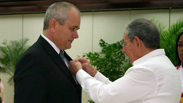 El director del hospital Cimeq es el teniente coronel Roberto Castellanos Gutiérrez, hombre de confianza de Fidel Castro. (14ymedio)