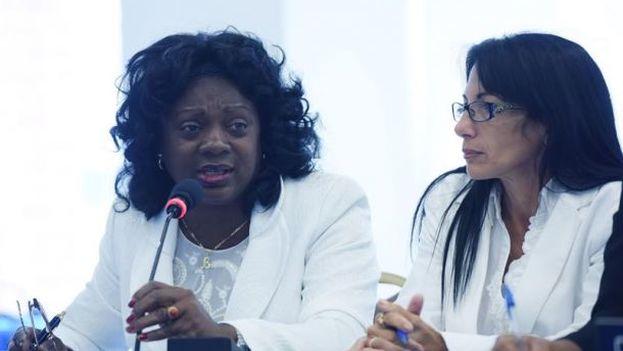 Las Damas de Blanco Berta Soler y Leticia Ramos frente a la Comisión Interamericana de Derechos Humanos (CIDH), el pasado viernes. (EFE)
