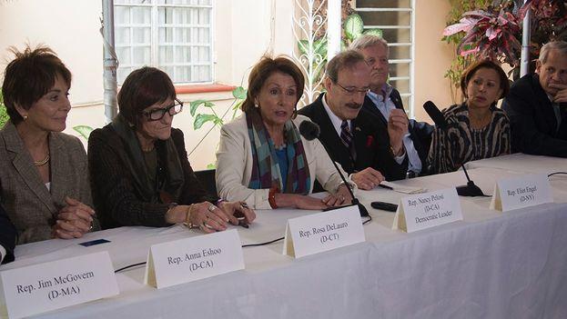 Conferencia de prensa por congresistas de EE UU en La Habana. (Luz Escobar)