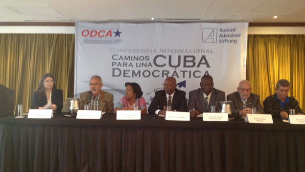 Conferencia en el marco del encuentro 'Caminos para una Cuba democrática'. (14ymedio)