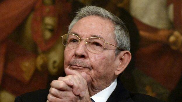 Raúl Castro, expresidente de los Consejos de Estado y de Ministros, mantiene el control sobre el Partido Comunista. (Twitter)