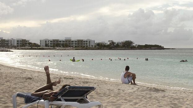 Costear un viaje a la playa o una estancia en un hotel durante las vacaciones escolares es prácticamente imposible para muchas familias cubanas. (G. Lau)