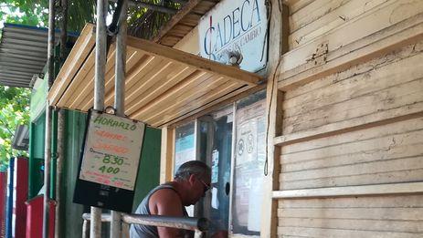 Creadas a partir de 1996, las Cadecas han sido por años los lugares más visitados por los cubanos cuando quieren vender divisa extranjera. (14ymedio)