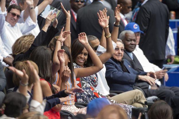 """""""¿Qué bolá, Cuba?"""" tuiteó Obama cuando su avión estaba a punto de tocar tierra cubana. Hoy, escuchar esa pregunta genera más inquietudes que certezas. (EFE)"""