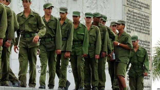 Cuba forma parte de la treintena de países que mantienen el servicio militar obligatorio. A pesar de las críticas recibidas por su dureza, el Gobierno no se ha planteado su profesionalización. (EFE)