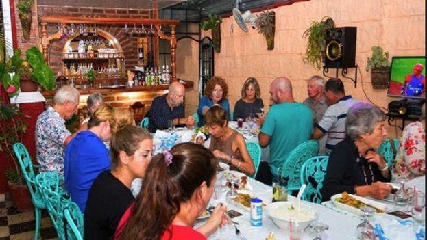 Los restaurantes privados, conocidos en Cuba como 'paladares', están entre los más afectados por el racionamiento en las cantidades de productos que se despachan a cada cliente en las tiendas de Villa Clara. (Cal)