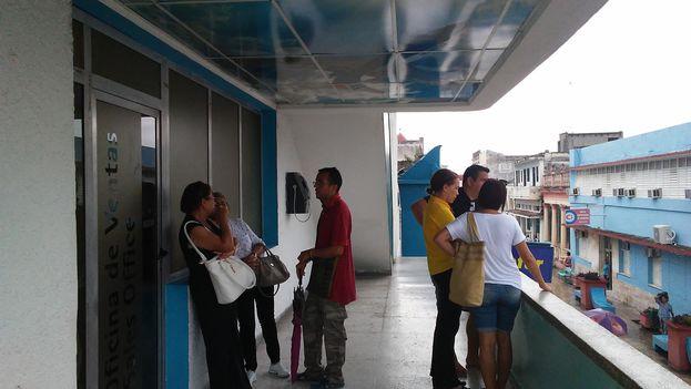 En las oficinas de Cubana de Aviación en Holguín las empleadas comentaron a 14ymedio que no se venderán más pasajes hasta nuevo aviso. (14ymedio)