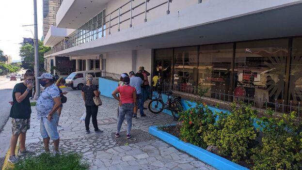 La oficina de Cubatur, en los bajos del hotel Habana Libre, ya está abierta para comprar paquetes turísticos. (14ymedio)