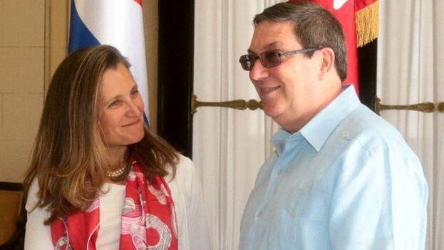 Los cancilleres Cynthia Freeland y Bruno Rodríguez se reunieron este miércoles en La Habana. (Twitter)