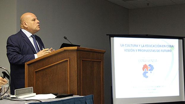 Dagoberto Valdés, director del Centro de Estudios Convivencia durante una conferencia en ASCE, Miami. (14ymedio)
