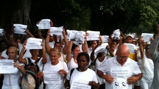 Damas de Blanco durante la peregrinación de este domingo (Foto Ángel Moya)