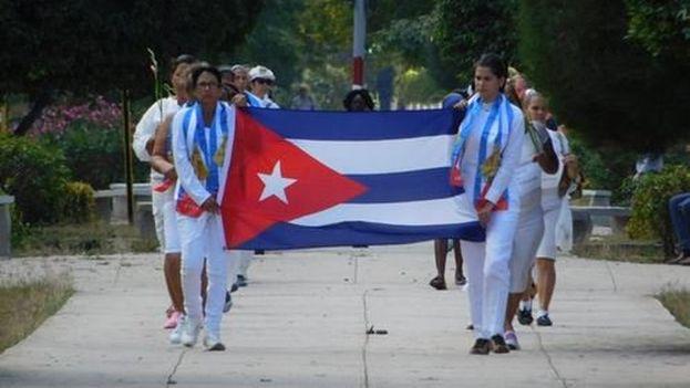 Grupo de Damas de Blanco marchan por Quinta Avenida. (Archivo)