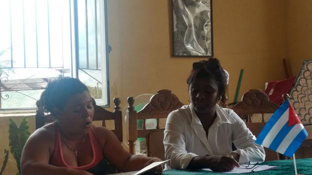 Debate en un hogar de ancianos en Camagüey el pasado 16 de octubre. (Radio Camagüey)