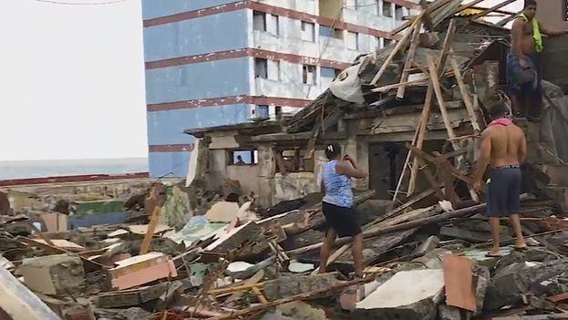 Destrucción en Baracao por el huracán Matthew. (Fotograma)