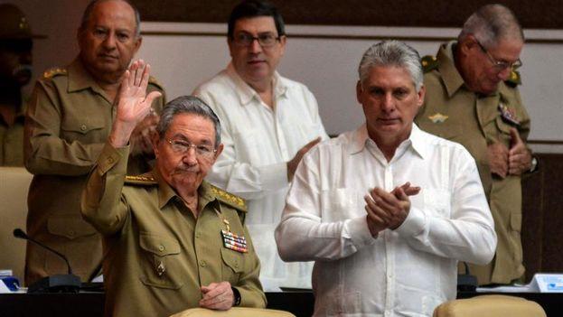El presidente de Cuba, Raúl Castro, y el primer vicepresidente, Miguel Díaz-Canel, en la sesión de la Asamblea Nacional del Poder Popular. (EFE/Abel Padrón Padilla)