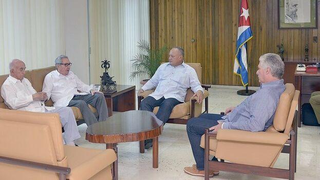 Reunión de Raúl Castro junto a Miguel Díaz-Canel y José Ramón Machado Ventura con el número dos del chavismo, Diosdado Cabello, en La Habana. (Twitter)
