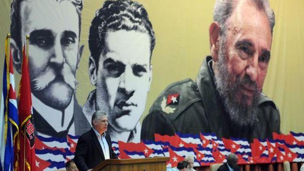 El primer vicepresidente de Cuba, Miguel Díaz-Canel, durante la lectura del informe central del VII Congreso del PCC en La Habana. (EFE)