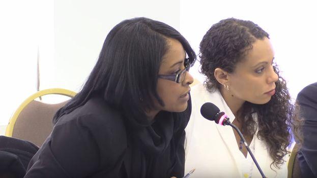 La abogada Laritza Diversent (izquierda) junto a la activista Kirenia Yalit durante una presentación en la Comisión Interamericana de Derechos Humanos. (Youtube)