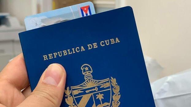 Documentos de identidad de la República de Cuba. (Mario J. Pentón)