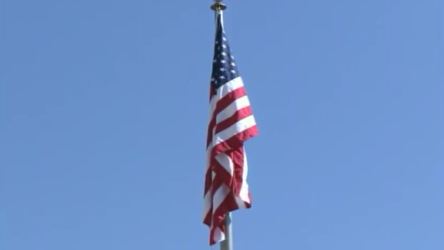 La bandera de EE UU ondea ya en su embajada en La Habana después de décadas sin hacerlo. (US Department of State)