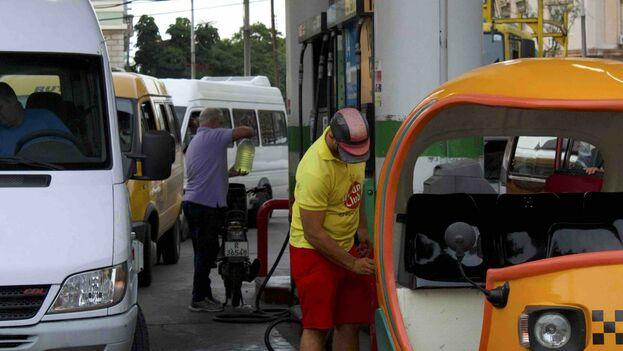 En EE UU se pueden comprar 4.711 litros con un salario promedio, frente a 30 en Cuba. (14ymedio)