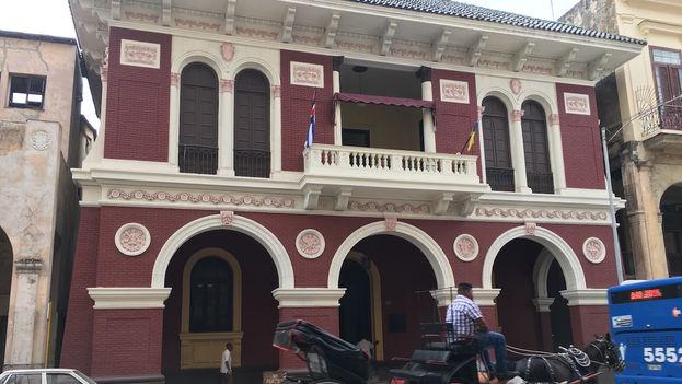 Edificio de la Asociación Canaria de Cuba 'Leonor Pérez' en La Habana Vieja. (14ymedio)