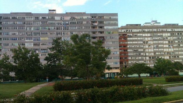 Edificios de Doce plantas en Reparto Calero. (Juan Carlos Fernández/14ymedio)